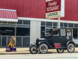 5 18 19 Marshall IL antique cars murals lions world's largest gavel We Are Marshall (3 of 30)